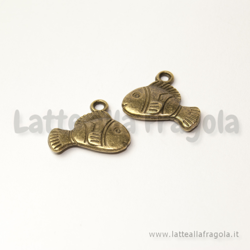 Charm Pesciolino double-face in metallo color bronzo 17x14mm