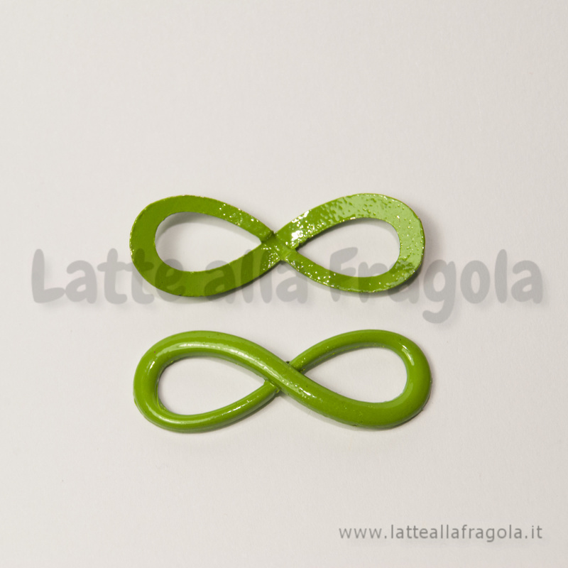 Connettore Simbolo Infinito in metallo verde 30x10mm